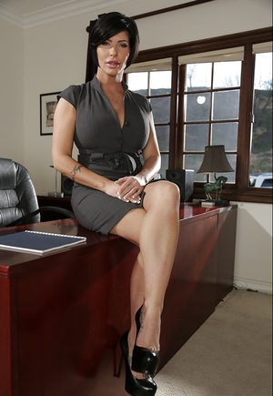Irresistible office-lady with amazing titties and also extremely sexy face strips on the desk