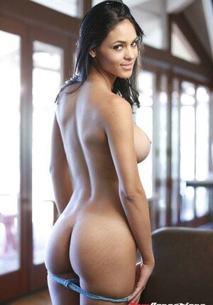 Nude Brunette Pictures