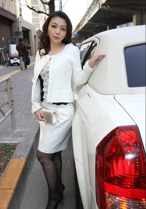 Pretty Japanese wrapped her charms in hot outfit for backseat digital still shoot