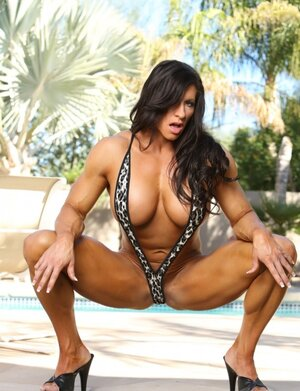 Black-haired lady bodybuilder seductively unclothes by poolside