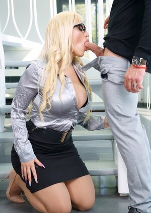 Job candidate seduced by smoking-hot blonde boss who is owner of wonderful breasts